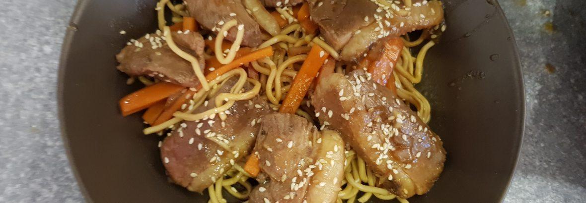 Wok de canard aux carrotes et sésame